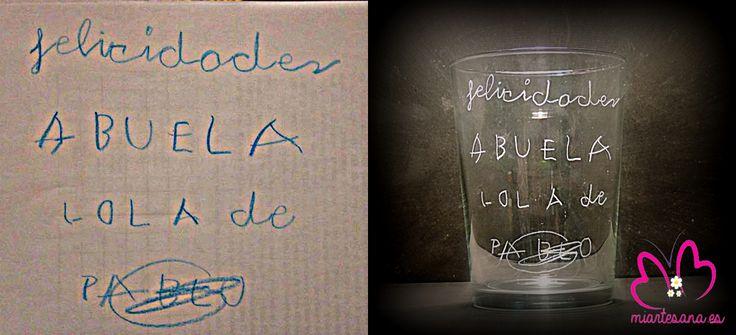 Gracias a la bonita dedicatoria de Pablo y a las preciosas manitas de Sonia, su abuela ha recibido este fin de semana unos vasos muy especiales que hemos realizado con mucho cariño. Felicidades a los tres a Pablo y Sonia por confiar en nosotr@s y a su abuela por tener unos nietos tan estupendos.