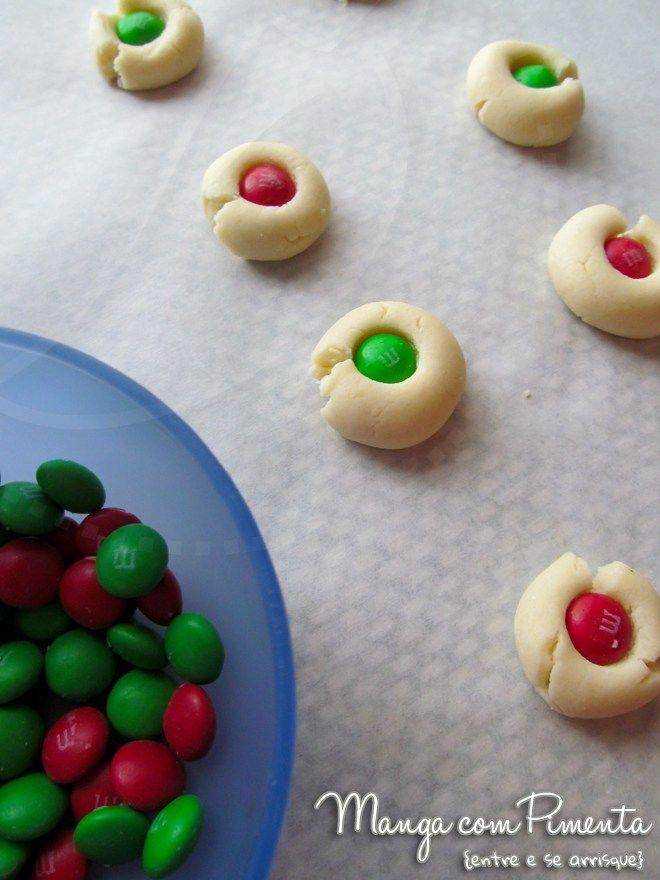 Biscoitos Amanteigados M&M, para ver a receita clique na imagem para ir ao Manga com Pimenta.