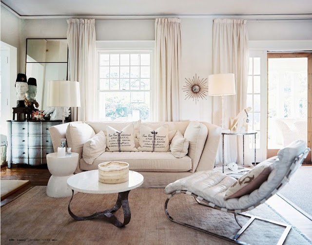 living room: White Living, Living Rooms, Shabby Chic, Front Rooms, Interiors Design, House, Happy Weekend, Lights Colors, White Furniture