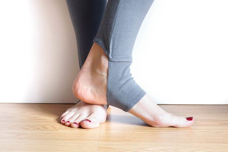 Free Pattern + DIY Tutorial for Yoga Style Stirrup Leggings | Sew DIY