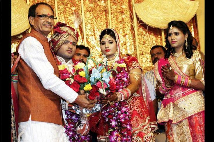 शहीद रमाशंकर यादव की बेटी की शादी में पहुंचे सीएम शिवराज, पिता की भूमिका निभाई - http://news.bhuchal.com/national-news/latest-news-today/%e0%a4%b6%e0%a4%b9%e0%a5%80%e0%a4%a6-%e0%a4%b0%e0%a4%ae%e0%a4%be%e0%a4%b6%e0%a4%82%e0%a4%95%e0%a4%b0-%e0%a4%af%e0%a4%be%e0%a4%a6%e0%a4%b5-%e0%a4%95%e0%a5%80-%e0%a4%ac%e0%a5%87%e0%a4%9f%e0%a5%80