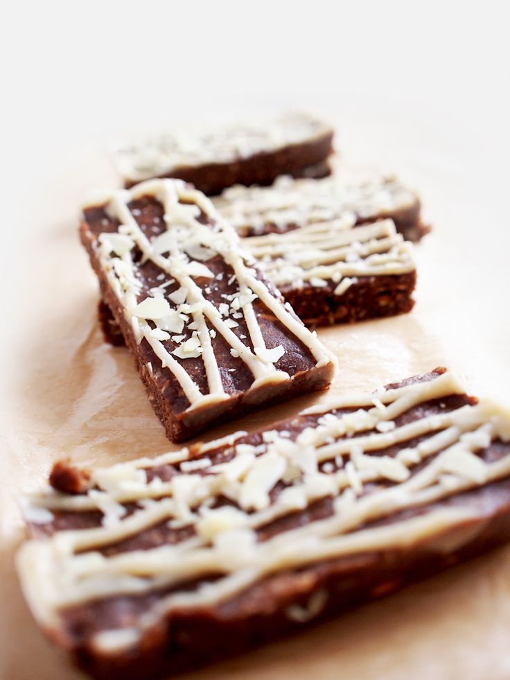#gingerbread #protein #bar #vegan #raw #cashew #topping #workout #eatmeplease