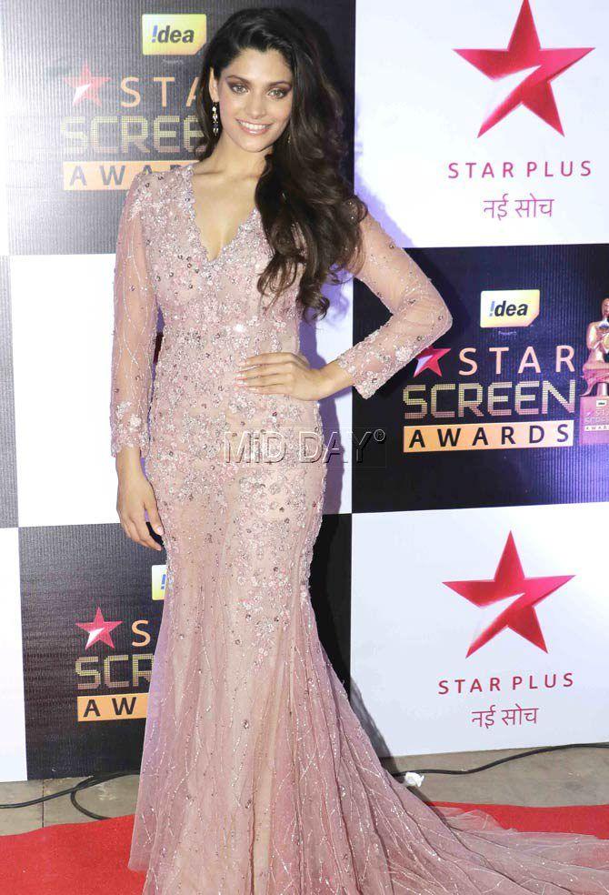 Saiyami Kher at the Star Screen Awards 2016. at Mumbai airport. #Bollywood #Fashion #Style #Beauty #Hot #Sexy