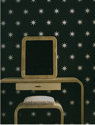Coronata Star wallpaper by Osborne & Little.: Interiors Design Offices, Stars Patterns, Living Rooms Design, Stars Wallpapers, Design Bedrooms, Coronata Stars, Modern Houses Design, Powder Rooms, Interiors Ideas