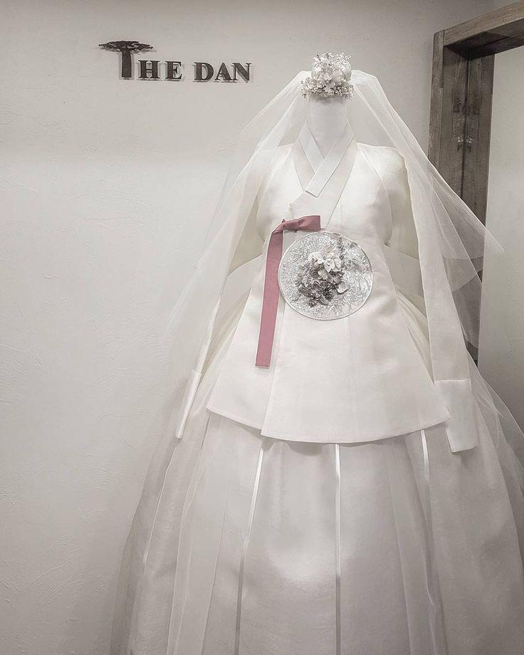 """의 첫번째 뮤즈를 소개합니다 ᆞ ♡화이트웨딩드레스♡ ᆞ #웨딩#한복드레스 #당의#결혼예복 #신부드레스#한복 #럽스타그램#신부한복…"""""""