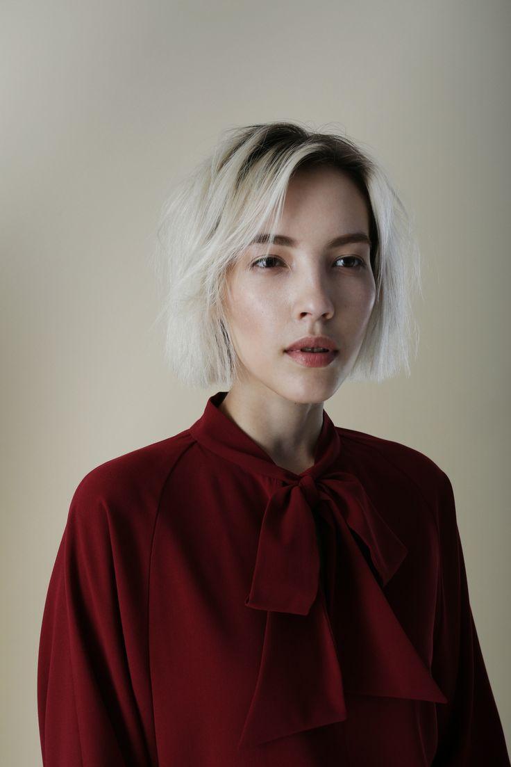 Окунаемся в атмосферу ранней осени с новым lookbook TOPBRANDS.На модели блуза Cyrille Gassiline. #topbrands #cyrillegassiline #lookbook #fashion