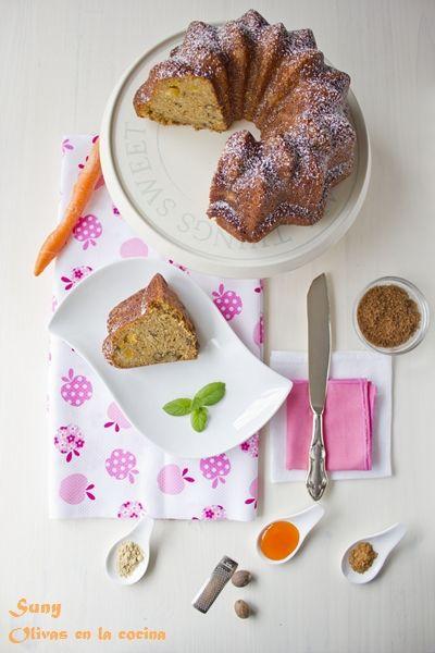 Bundt Cake de zanahoría, naranja confitada y nueces.  http://rositaysunyolivasenlacocina.blogspot.com.es/2012/04/bundt-cake-de-zanahoria-naranja.html