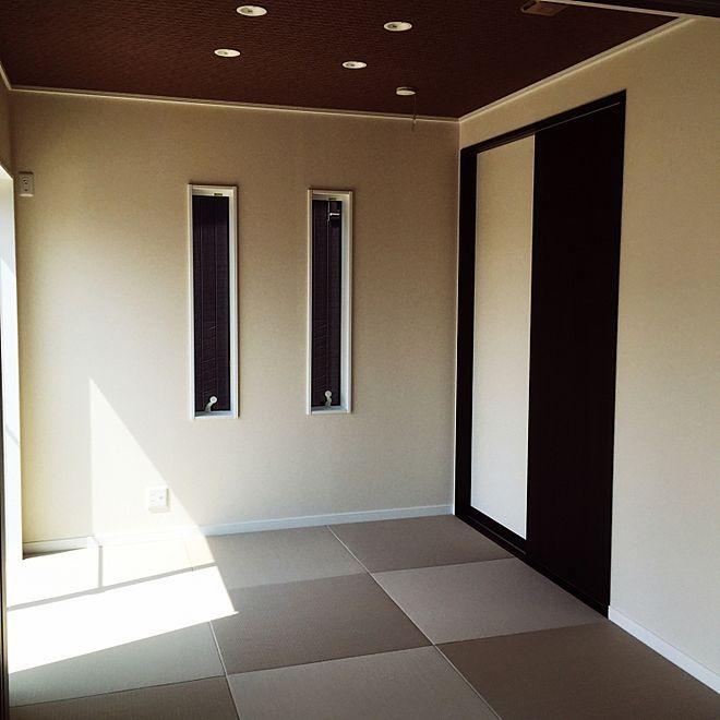 壁 天井 アクセントクロス 灰桜 ダウンライト 琉球畳 などの