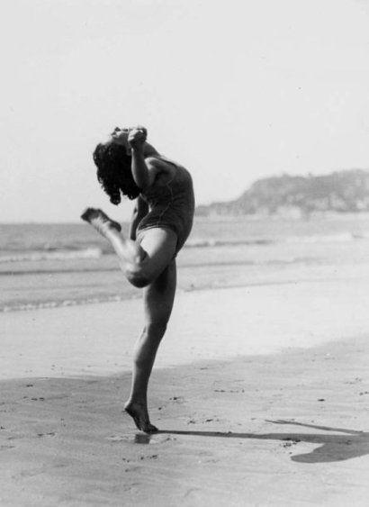 Andre Steiner, Femme sur la plage, ca. 1935