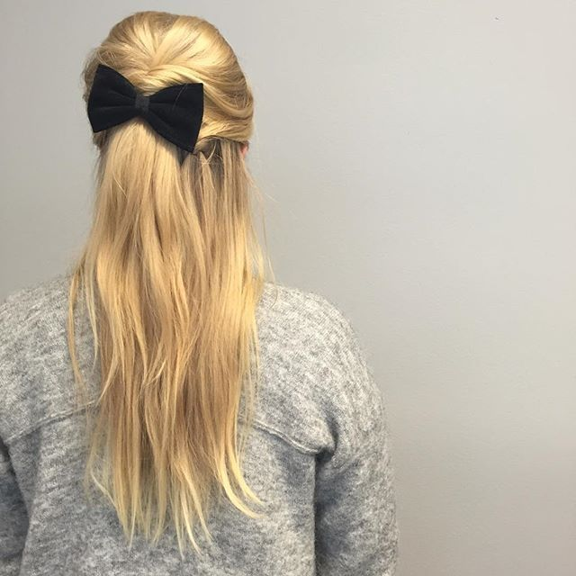 If you like it, then you should put a bow on it!  #finpåhåret #bow #hair #instahair #hairoftheday