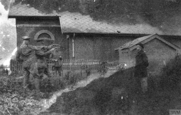 Many images in @I_W_M online are simply categorised as 'Photograph'. This looks to me like the possible execution of a spy in Flanders c1915, one of 82 photos apparently relating to Capt William Escombe, 20th Londons. Q 93033. https://www.iwm.org.uk/collections/search?query=&filters%5BcollectionString%5D%5BESCOMBE%20E%20M%20%28MRS%29%20COLLECTION%5D=on …