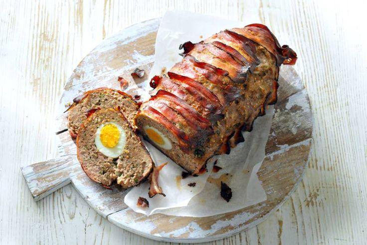 Kijk wat een lekker recept ik heb gevonden op Allerhande! Gehaktbrood met hele eieren
