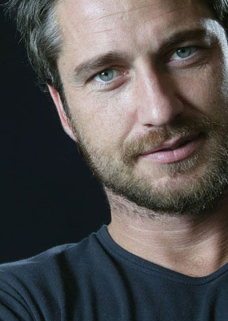 Gerard Butler omg I just fainted. What a face