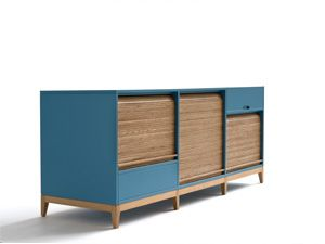 Tapparelle cupboard ~ natural oak and matt lacquer The cupboard/ sideboard, in addition to shelves hidden by roller shutters, has a bottom drawer for cutlery or small items and a top compartment flip top | design: Emmanuel Gallina for Cole Italian Design Label