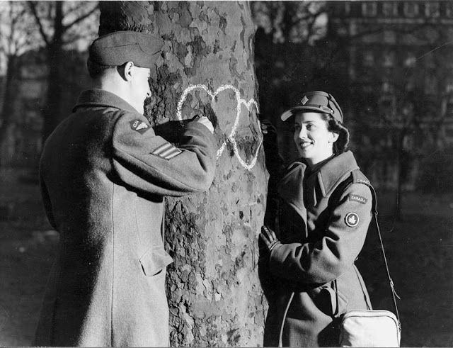 Vintage Photos of Romantic Gestures Prove That Love Is Not Always Just A Kiss