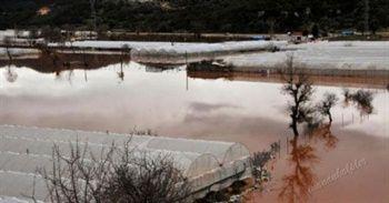 #haber #haberler #antalya #demre #kumluca Antalya'da etkili olan şiddetli yağış ve fırtınadan dolayı seralar hasar gördü. En çok hasarın görüldüğü Demre ilçesi oldu.