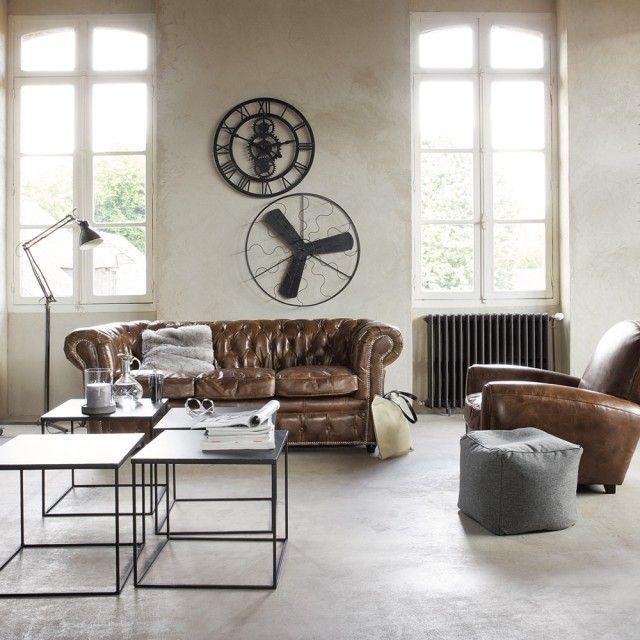 canapé Chesterfield et canapé en cuir dans le salon vintage