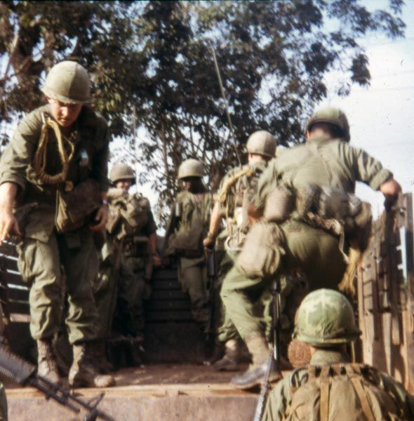 essay on vietnam soldiers Before the us went to vietnam essay: vietnam war army soldiers were pressured throughout the war for many assignments.