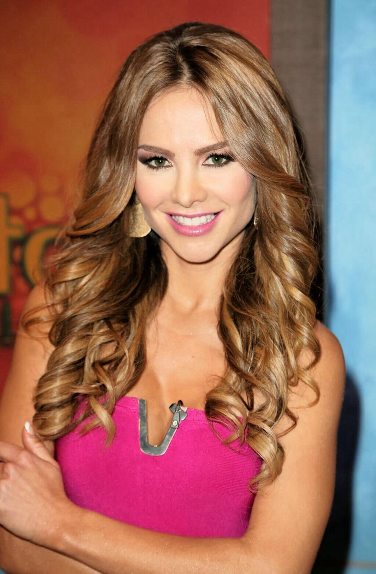 Love her hair style and color  Ximena Cordoba