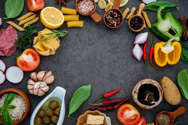 Italian Food Cooking Ingredients On Dark Stone Background En 2020 Comida Italiana Recetas De Cocina Comida