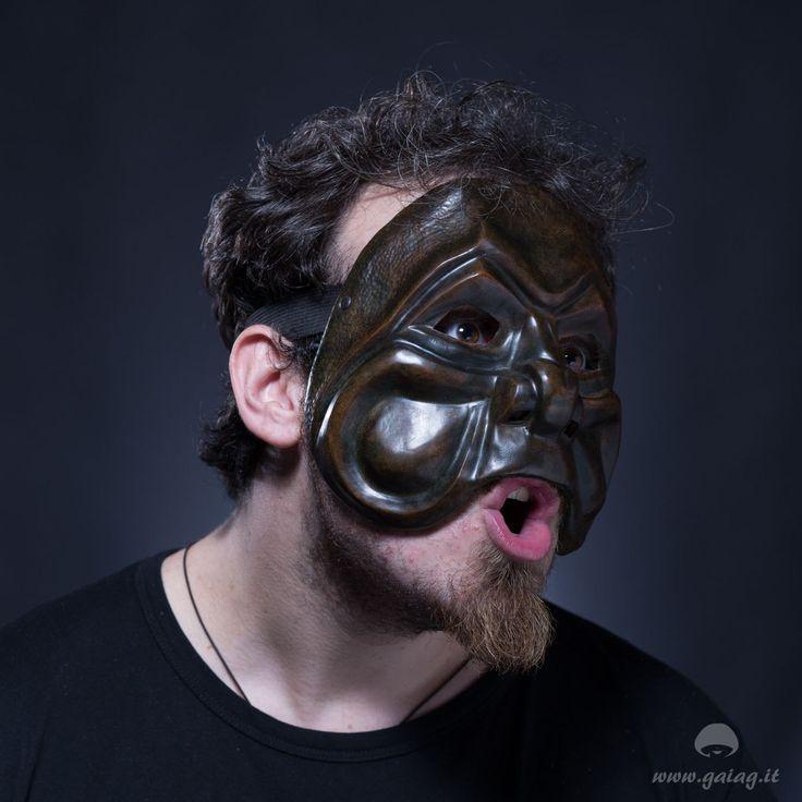 Brighella bulldog, maschera teatrale in cuoio, Commedia dell'Arte, altri colori e forme su ordinazione di GAIAGeri su Etsy