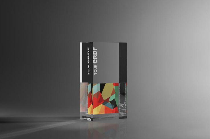Trophée en plexiglas, gravure et sérigraphie - Artempo