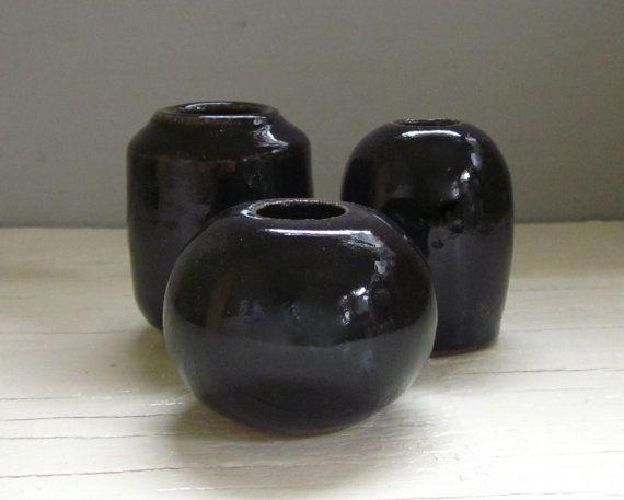 hecho a la medida 3 Floreros negro pequeñas por JDWolfePottery