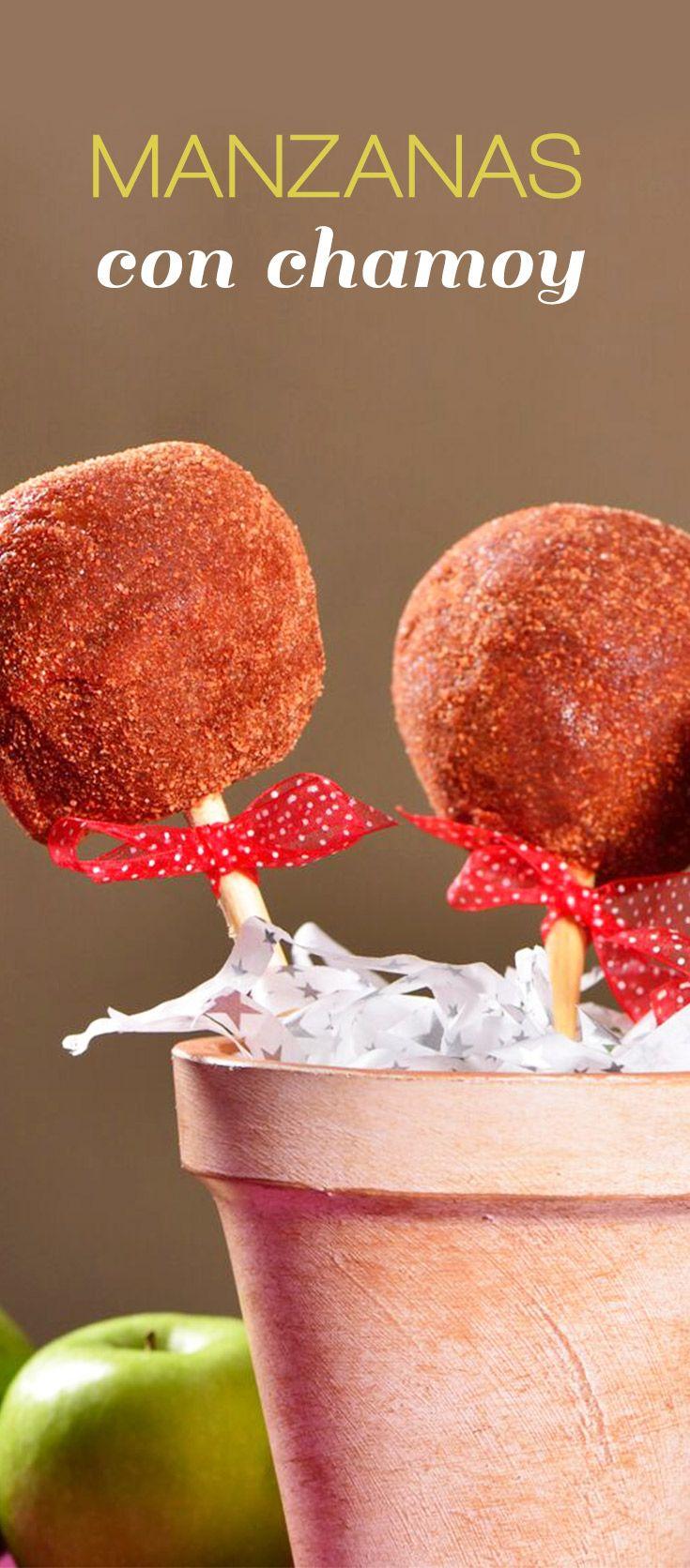 Prepara estas deliciosas y picositas manzanas cubiertas con chamoy, te encantarán y en las fiestas serán la sensación de tus fiestas, tus invitados quedarán encantados.