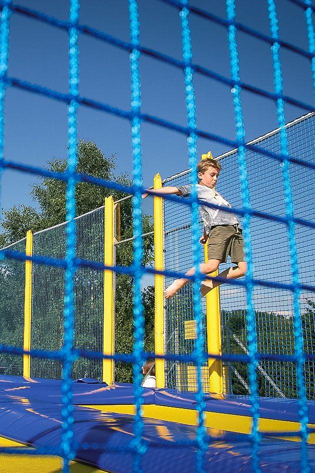 Rauf und runter und wieder hoch: Trampolinspringen ist ein riesiger Spaß für Kinder. Auf der Sommerrodelbahn in #Willingen wartet gleich eine ganze 6-Feld-Trampolinanlage auf die Kids.   Foto: willingen.de