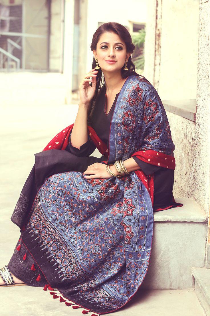 #women #fashion #ajrakh #blockprint #craft #dupatta #classic #traditional #chic #kurta #Fabindia
