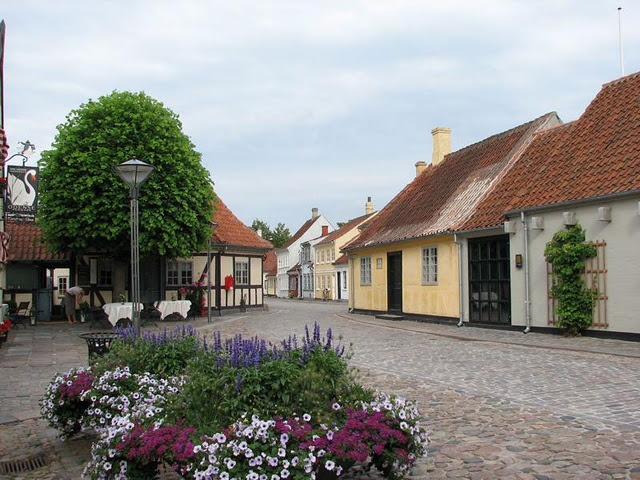 The Hans Christian Andersen Museum in Odense! (To the left in the picture.)
