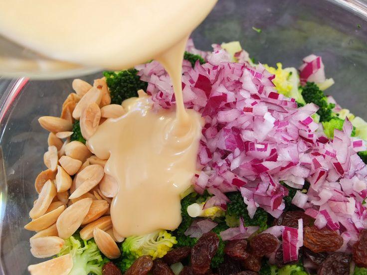 Cocinando con Lola García: Ensalada de brócoli con pasas y almendras