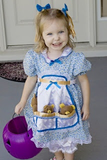 Goldilocks Costume (love the 3 bears in the pockets) - world book day