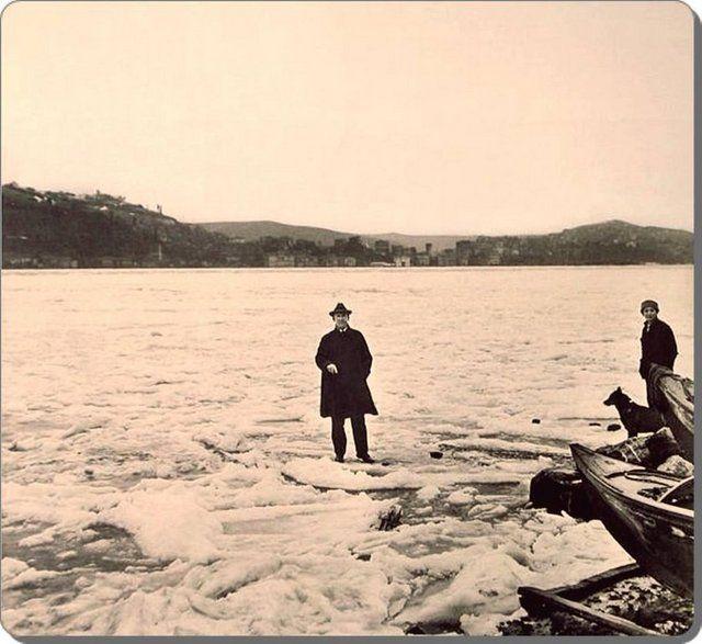 Boğaziçi - 1929 kışı. Boğazı Tuna Nehri'nden gelen buzlar kaplamış.