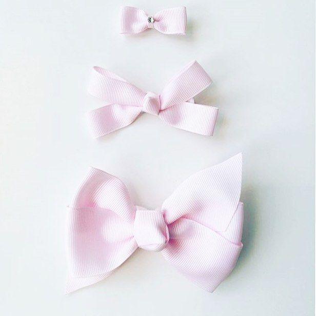 Tilasin yhdelle pienelle tytölle lahjaksi vähän rusetteja, miten nämä voi olla näin söpöjä? 💕Ihania kuvia löytyi muutenkin #prinsessefin hastagin takaa. Tässä menee ihan sekaisin kun itsellään on vain poikalapsia 😄 Kuva: @nonak_clothing 😘 • • • #pastels #pastelshades #details #girls #bow #babygirl #stylishbaby #fashiongirl #pink #kidsstyle #forgirls #vaaleanpunainen #rusetti #tytölle #prinsessa #shopping #shoppailua #toocute #girly