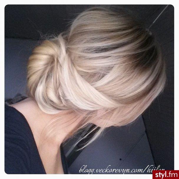Fryzury  Blond włosy: Fryzury Średnie Na co dzień Proste Upięcie Blond - ombre - 2581989