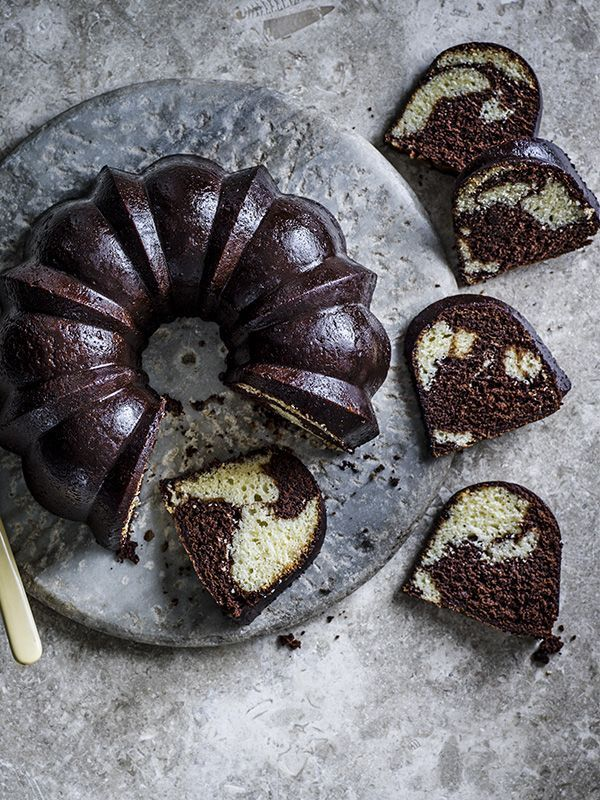 Chocolate marble cake with mocha glaze: This chocolate marble cake with mocha glaze looks really impressive and tastes just as good