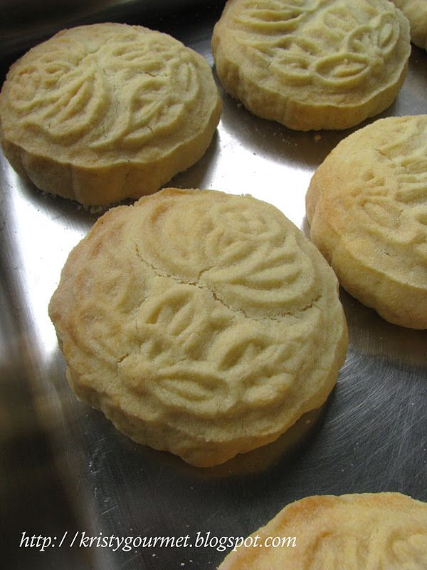 My Little Space: Taiwan Pineapple Cake - supposedly just like the ones by Chia Te! YUM