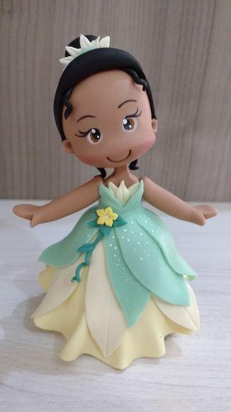 Topo de bolo Princesa Tiana (A Princesa e o Sapo)  Peça confeccionada em Biscuit  Tamanho Aprox. 12 cm