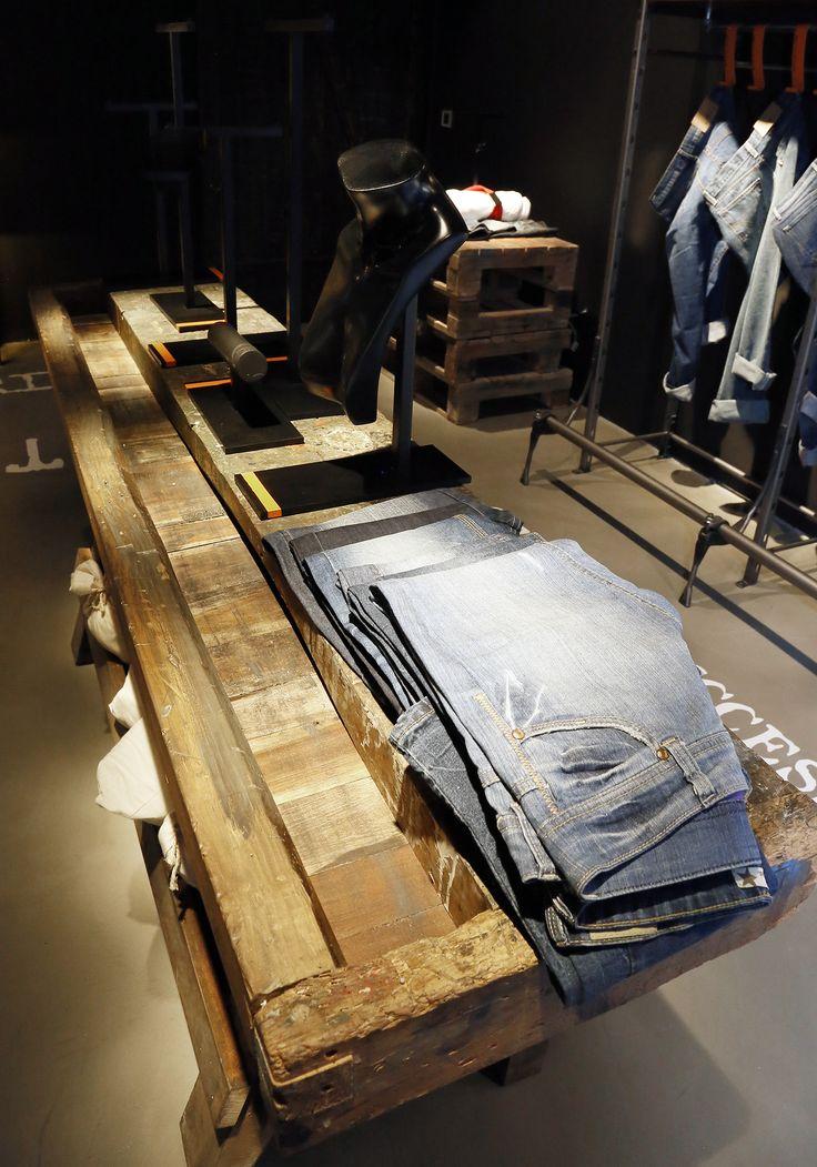 Showroom de tienda Denim de Led BCN /  Jeans Boutique Showroom Led Bcn