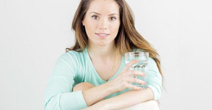 """News-Tipp: Der große """"Wasserkrieg"""" - Experten streiten über die 2-Liter-Regel: So viel sollten Sie wirklich trinken - http://ift.tt/2jgbRcC"""