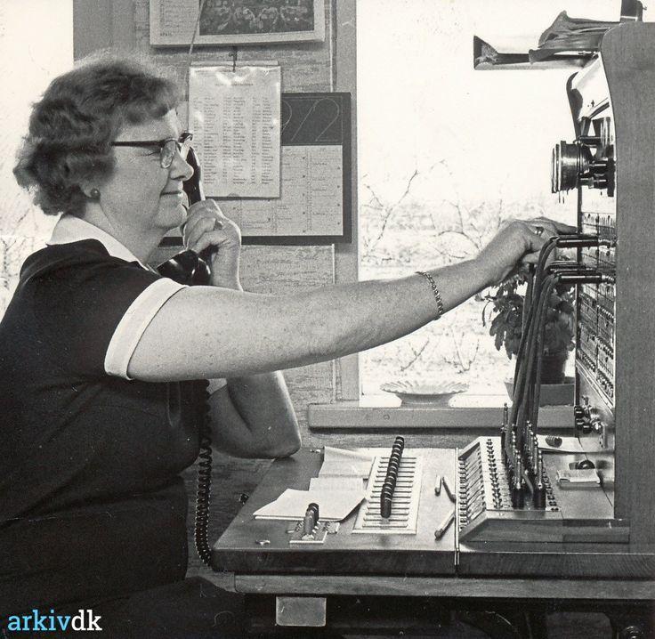 arkiv.dk   Askø central lukkes 1972 - centralbestyrer Ellen Pedersen