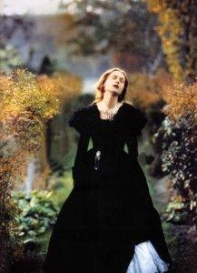 """""""Le persone """"con i piedi per terra"""" dicono che l'amore è una follia. In realtà ciò che accade è che la fantasia violentemente distorta da immagini piacevolissime, dove ogni passo ti avvicina alla felicità, viene crudamente riportata alla dura realtà."""" Gustave Flaubert"""
