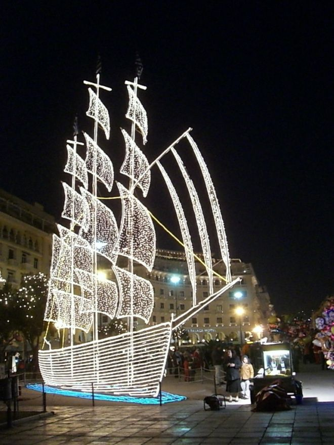 VISIT GREECE| Christmas decorations in Thessaloniki, Greece.