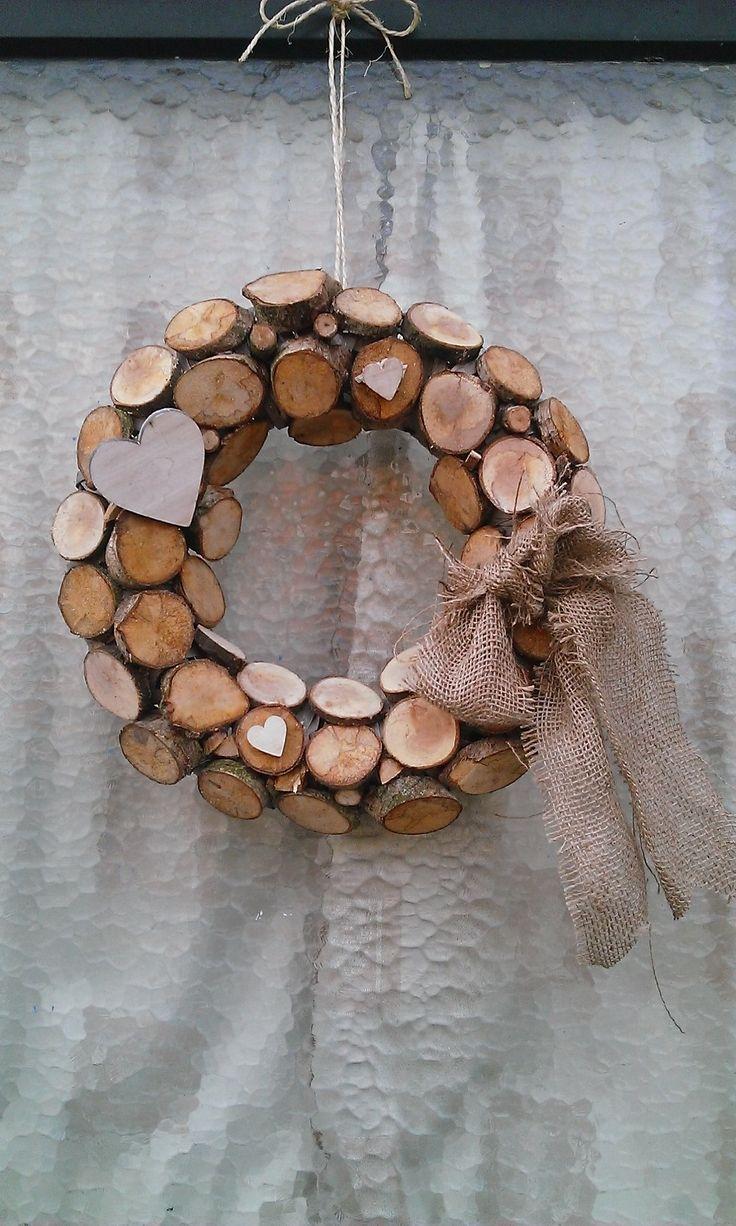 Wreath: Deur krans van houten schijven gemaakt!