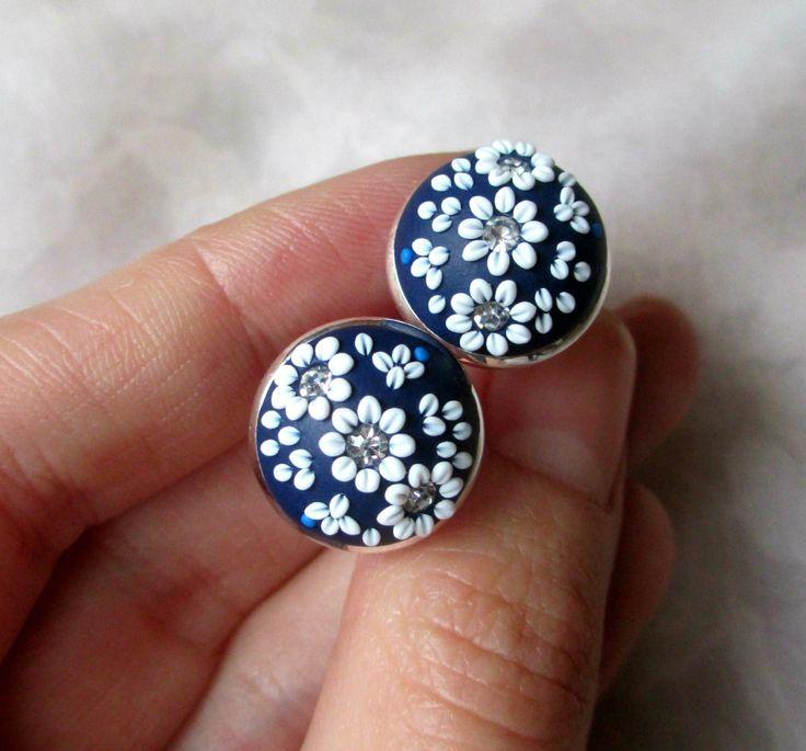 Liens de manchette de la main Polymer Clay bleu marine fleurs boutons de manchettes 16mm femmes blanches boutons de manchettes pour mariage floral manchette par StoriesMadeByHands sur Etsy https://www.etsy.com/fr/listing/221953525/liens-de-manchette-de-la-main-polymer