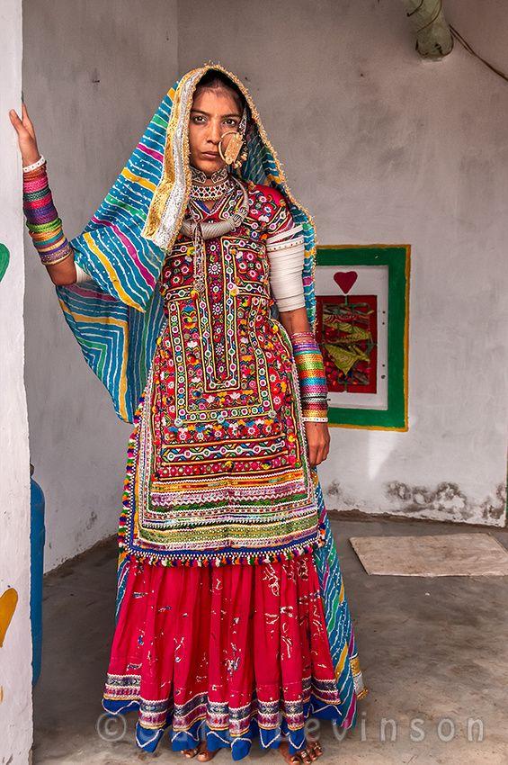 Sara Levinson - Young woman with an elaborate nose ring, Bhirendiyare Village, Meghwal Tribe, Hariygan Dalit community, Gujarat, India