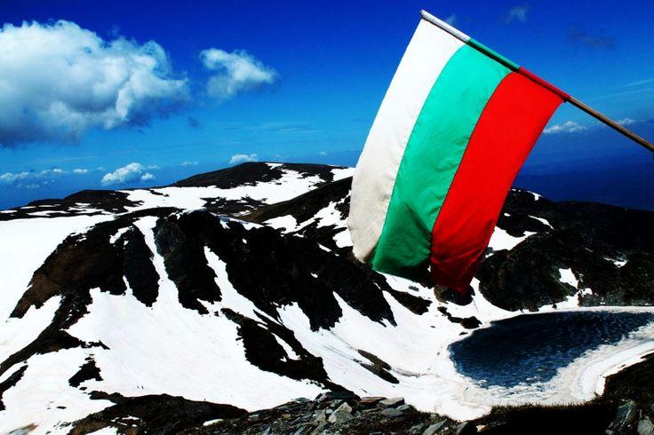 Bulgarian Flag Seven Rila Lakes Седемте рилски езера  - прекрасен пеюзаж Panorama Sedemte Rilski Ezera Seven Rila Lakes снимка: www.Blagoevgrad.eu