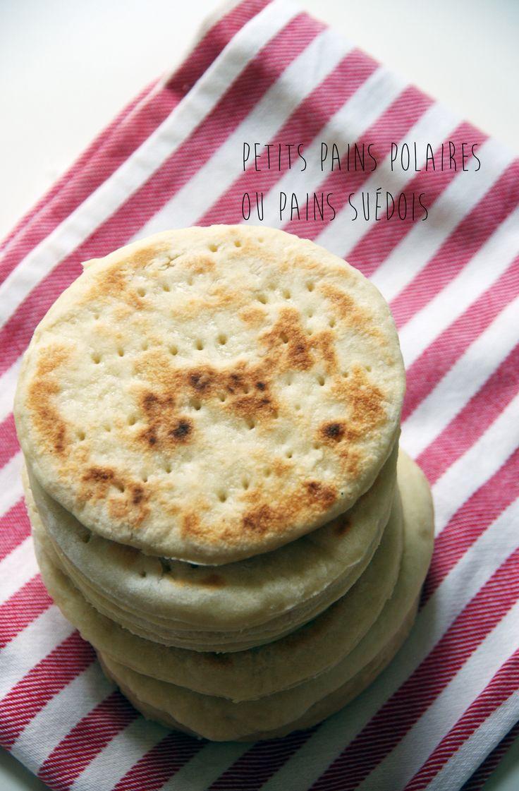 Petits pains polaires ou pains suédois. La recette ici : http://journalduneame.fr/petits-pains-polaires-ou-pains-suedois/