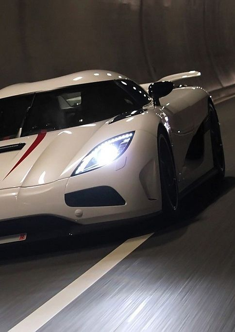 The 'Billionaire Boy Racers' of Dubai cause havoc in London! Click the #Koenigsegg Agera to watch the video!